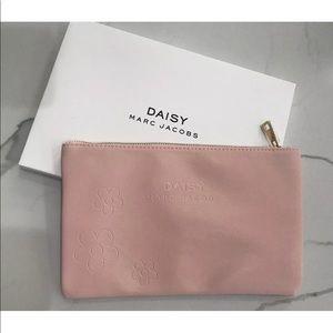 Limited edition MARC JACOBS daisy fragrancesclutch